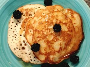 Pancake americani con more selvatiche