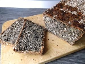Pane al farro e grano saraceno con semi