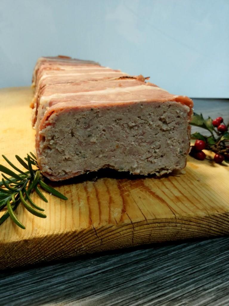 Terrina di carne rivestita di speck - secondo piatto della cucina francese