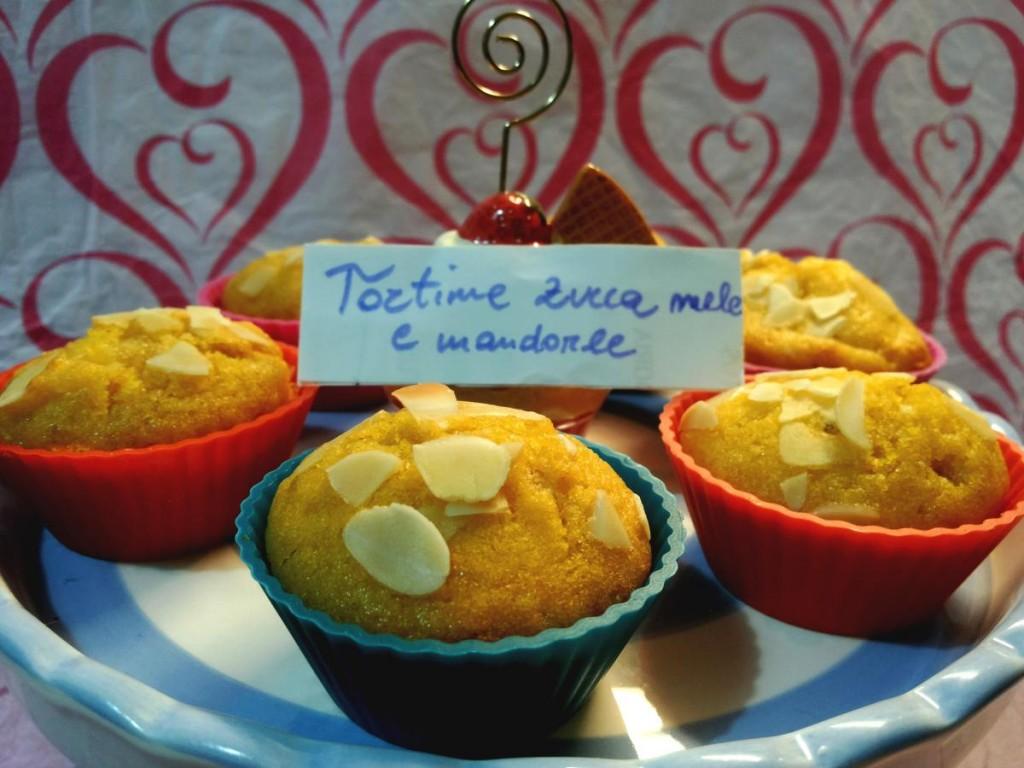 Mini tortine con zucca mela cotta e mandorle