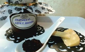 Chutney di mele e zenzero aromarizzato con cannella e noce moscata ed uvetta sultanina
