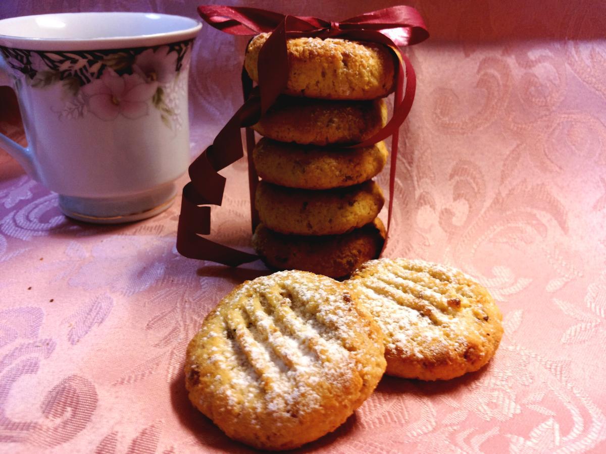 Biscottini gluten free con farina di mandorle e di riso con more di gelso senza zucchero