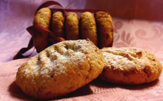Biscotti con farina di mandorle e more di gelso