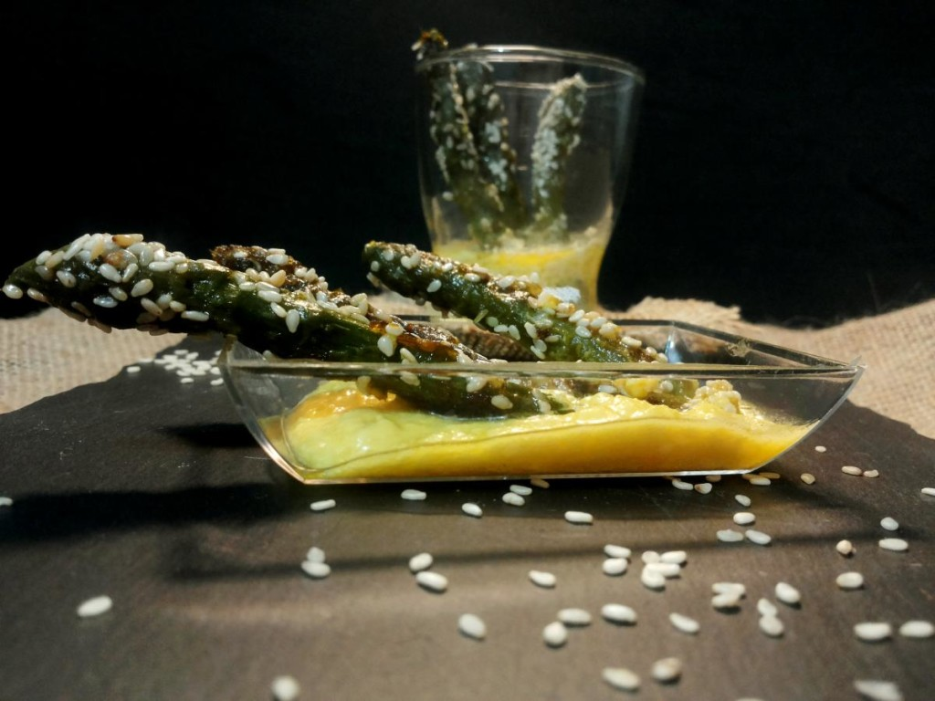 Antipasto di asparagi con semi di sesamo