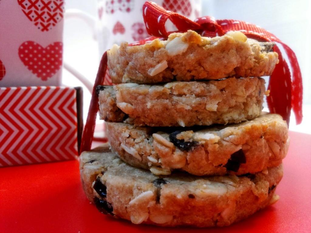 biscotti con farina integrale, di farro, fiocchi d'avena e prugne secche