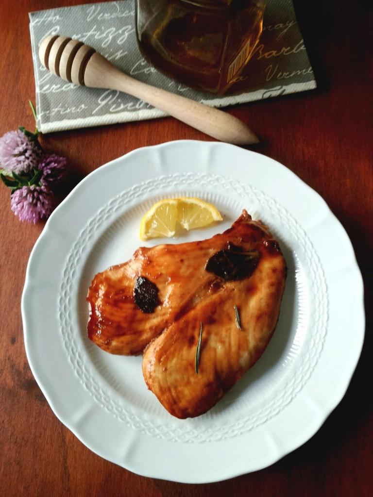 Petto di pollo marinato nel limone con miele e spezie