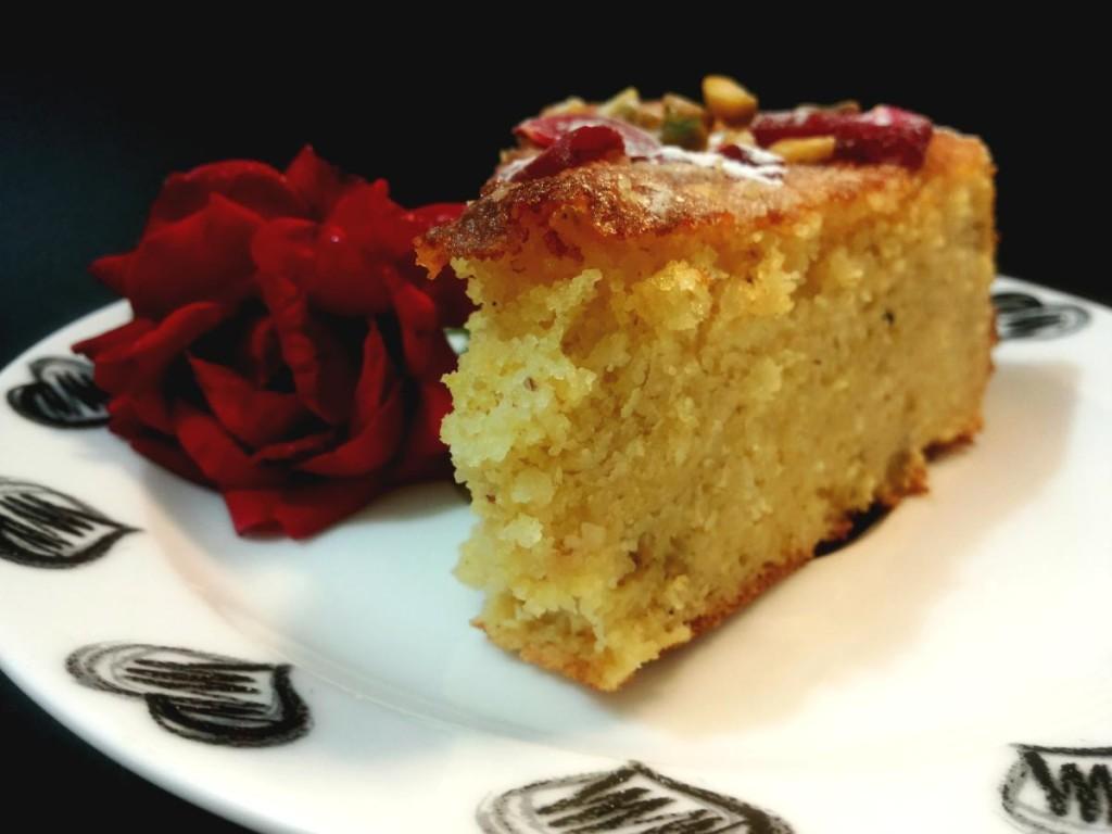 Torta persiana torta persiana delle rose con sciroppo ed aroma di rose