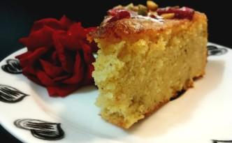 Torta persiana con sciroppo ed aroma di rose