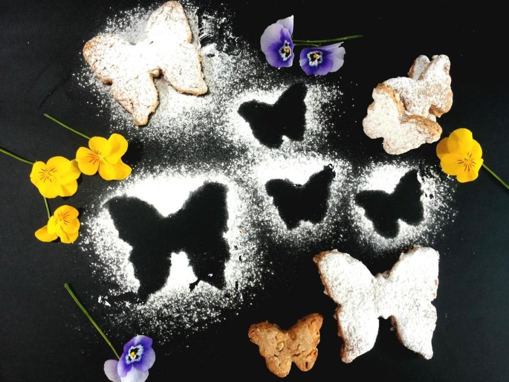 Biscotti senza lattosio con lem fragole e farina integrale e nocciole