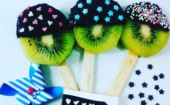 Kiwi ricoperti di cioccolato fondente e confettini