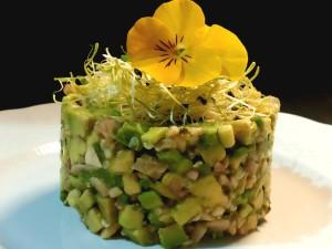 tartare du avocado e champignon con anacardi