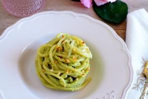 Spaghetti con pesto di sedano raw