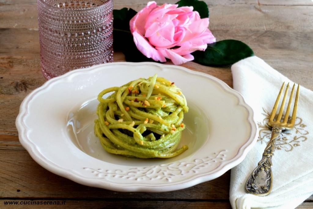 Spaghetto quadrato al pesto si sedano e noci