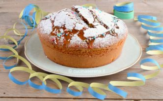 Torta con impasto colorato