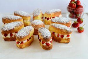 Torta margherita farcita con crema al mascarpone e fragole
