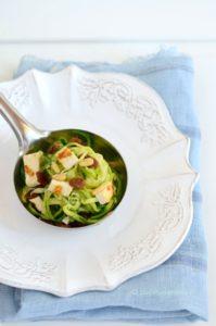 Piatto vegano di zucchine
