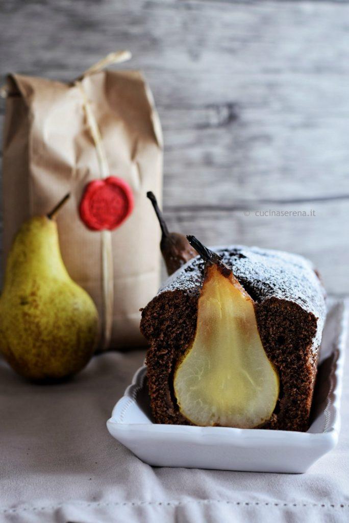Torta al cacao con pere intere