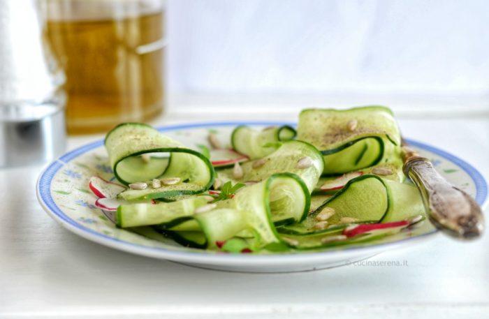 insalata di cetrioli con semi oleosi