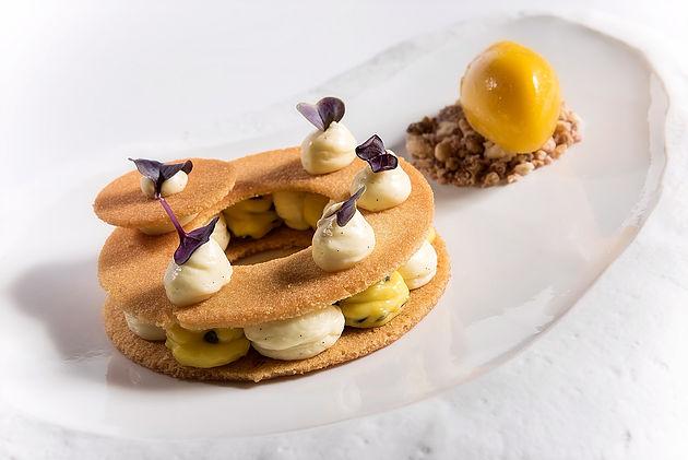 Millefoglie, passion fruit, vaniglia e gelato al mango