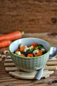 Broccoli carote e funghi con anacardi