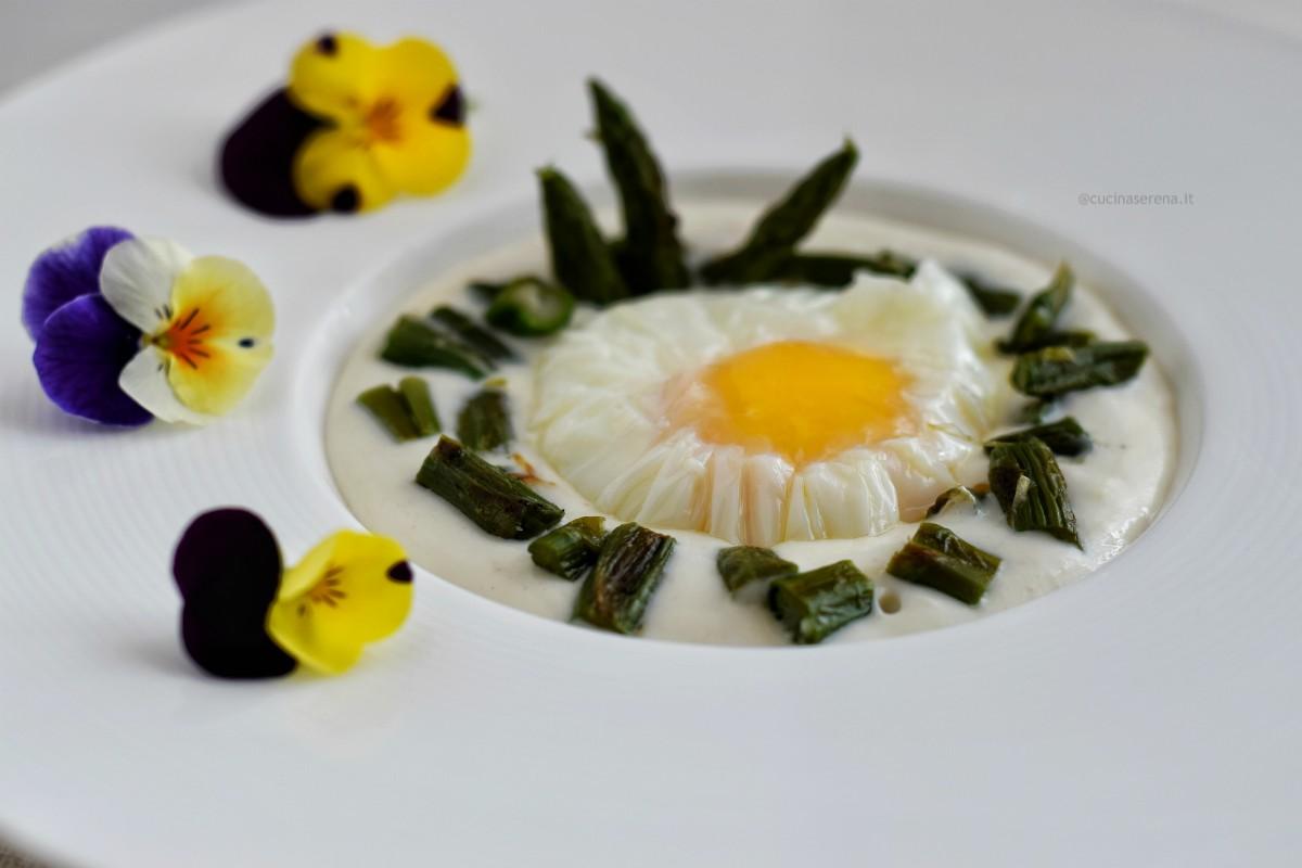 Uovo pochè con asparagi su fonduta di parmigiano