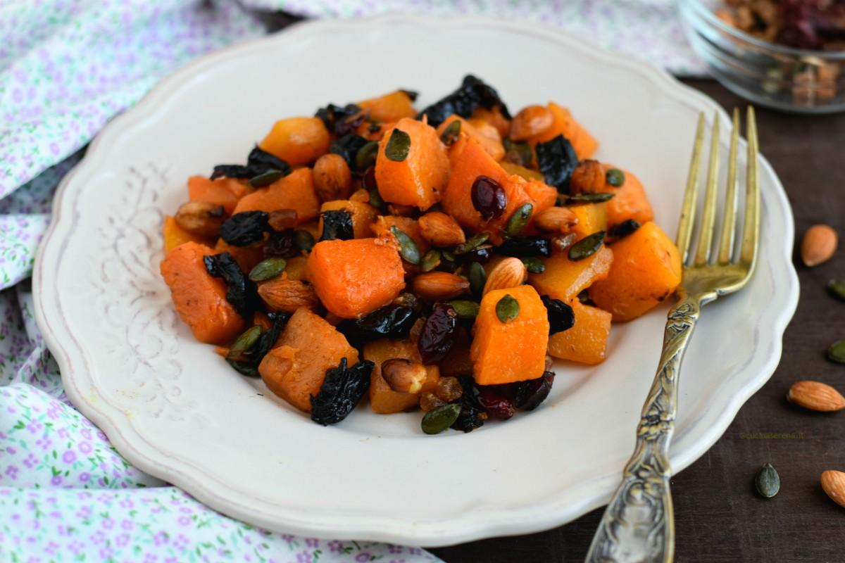 contorno di zucca con frutta secca e semi di zucca