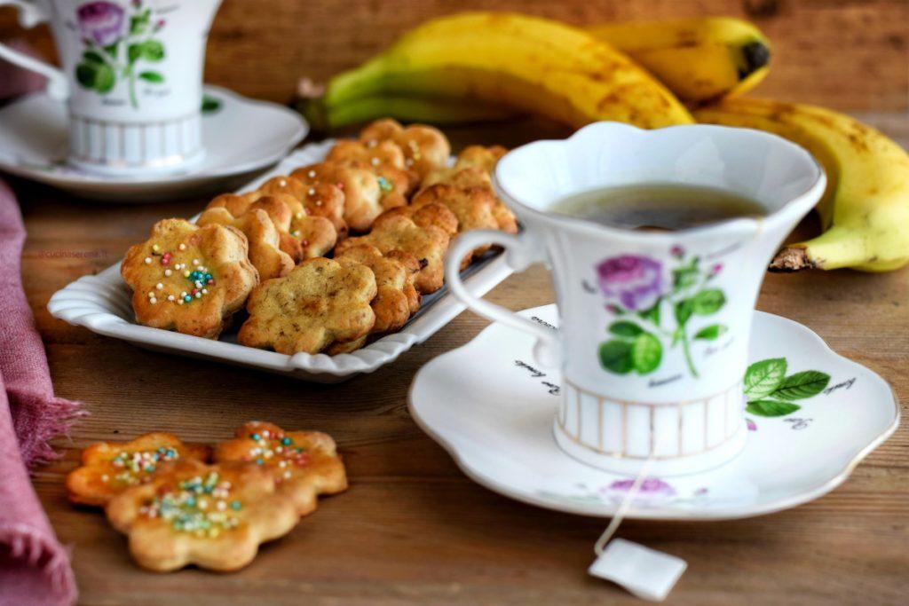 biscotti di frolla fatta con la banana al posto del butto. Leggeri e ipocalorici