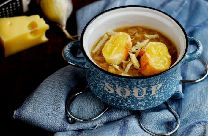 Soupe à l'oignon ricetta francese