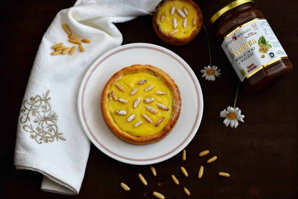 crostata con crema e pinoli