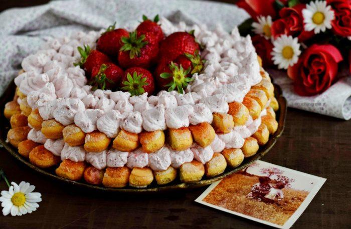 Tiramisù cake alle fragole con savoiardi