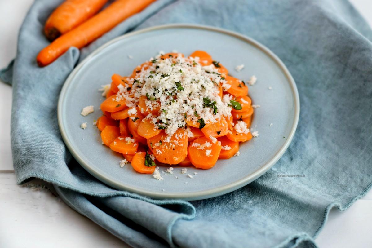 Carote ammurdicate: carote tagliate a rondelle lessate e condite con un trito di pane baganto nell'aceto e prezzemolo o basilico