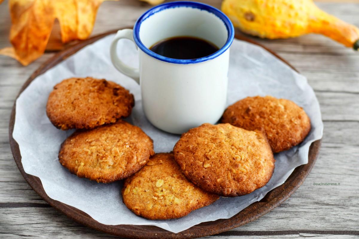 Pumpkin oatmeal  hazelnut cookies, biscotti alla zucca nocciole e avena, morbidi con sciroppo d'acero
