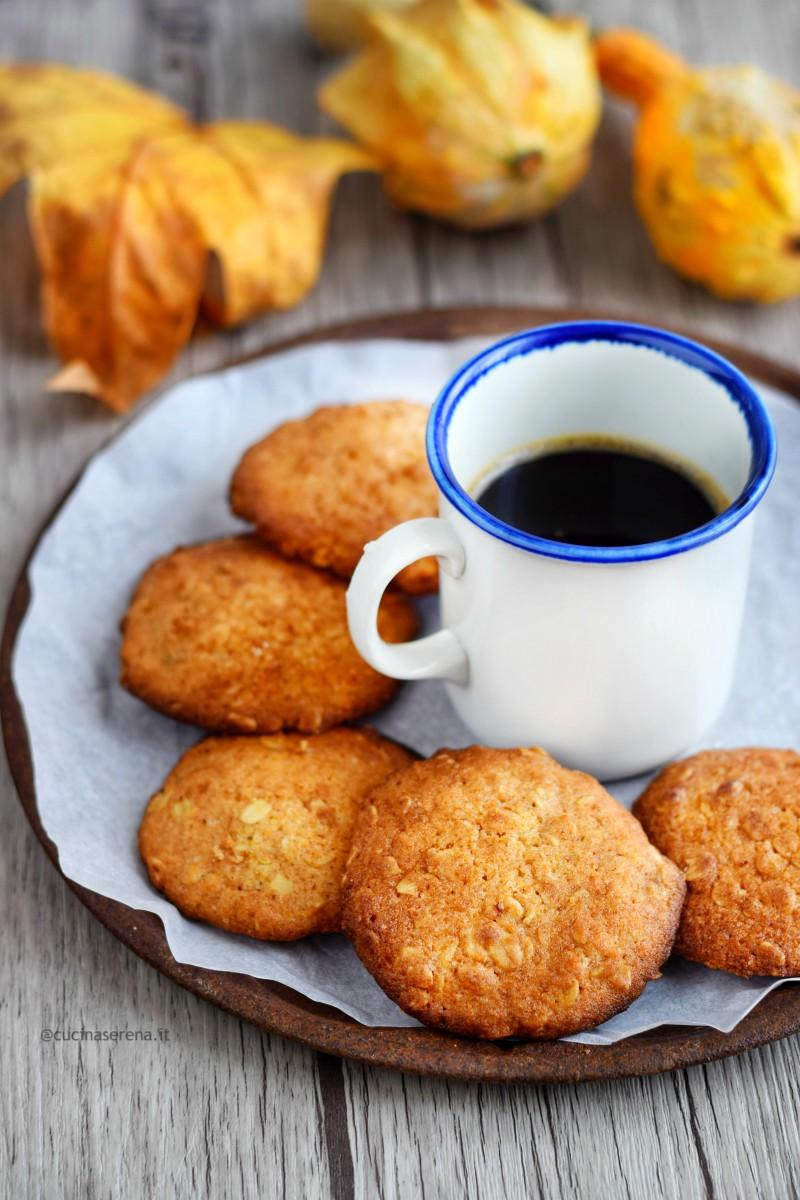 Pumpkin hazelnuts oatmeal chocolate cookies, biscotti morbidi alla zucca, nocciole e avena
