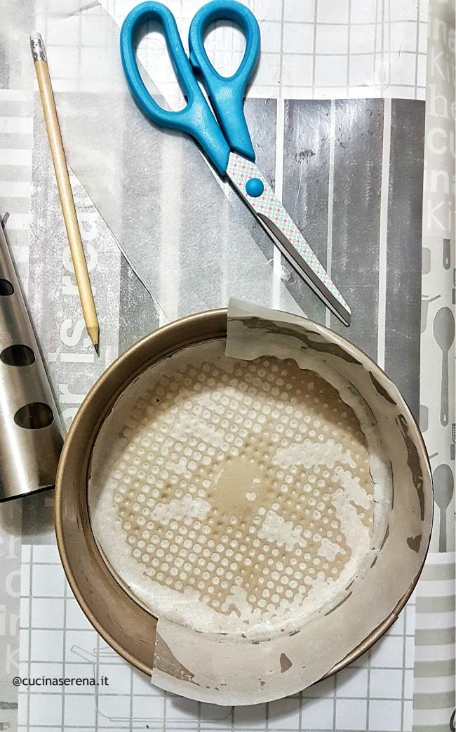Tutorial per foderare lo stampo per dolci con carta forno
