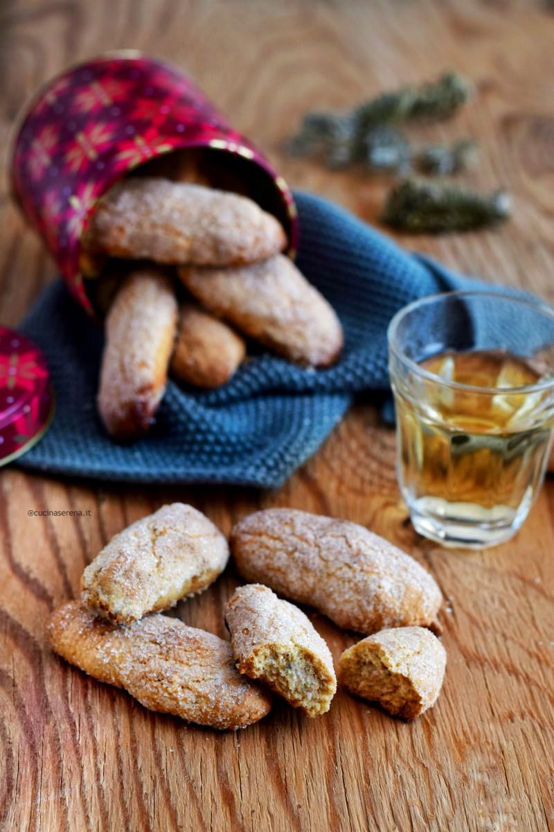 'mbriachelle sono biscotti secchi semplici a base di vino, olio, farina e zucchero si mangiano intinti nel vino per questo si chiamano 'mbriachelle