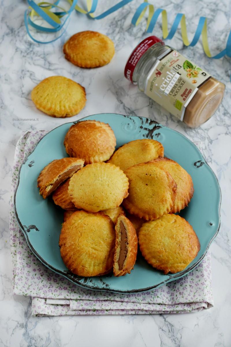 Ravioli dolci di Carnevale per salutare il dolcezza il periodo carnevalesco che con domani martedì grasso va in sabatico fino al prossimo  anno.