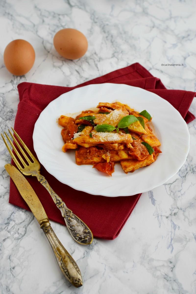 uova in trippa ricetta tipica romana a base di uova lavorate come fossero trippa