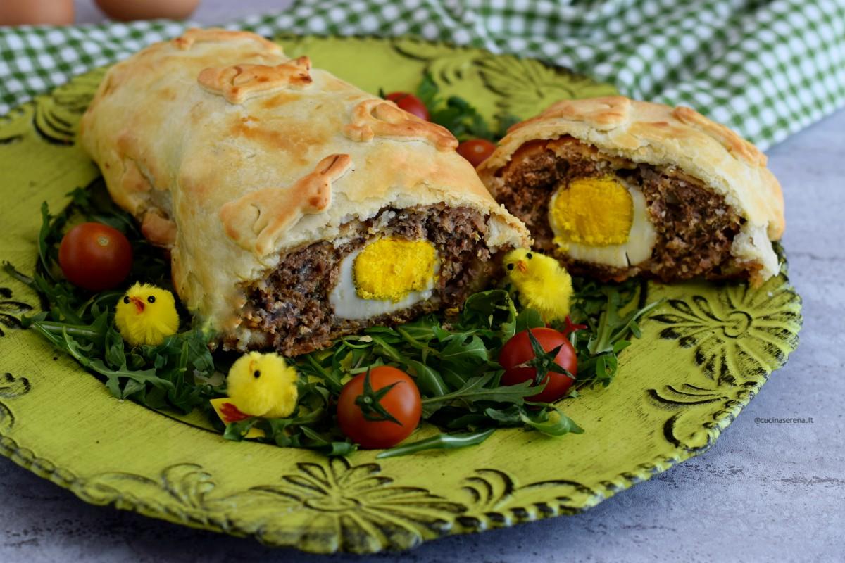 Pâté de Pâques o pâté Berrichon polpettone ripieno di uova sode. Ricetta pasquale francese