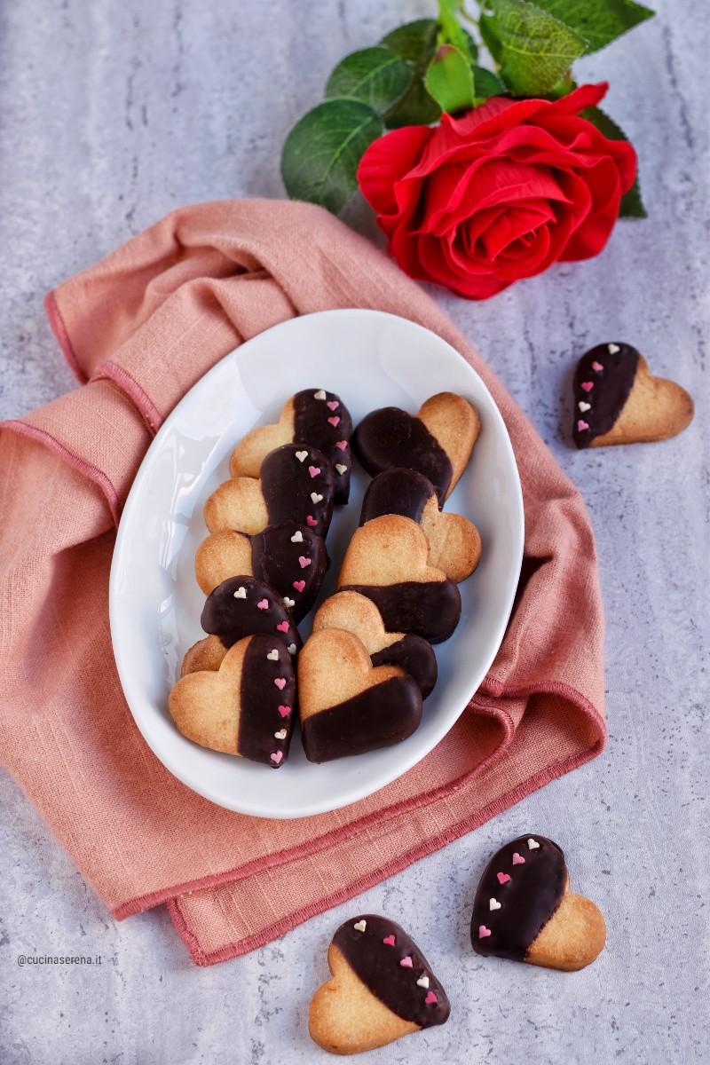 Cuori di frolla al mandarino ricoperti di cioccolato