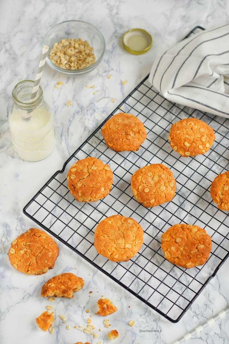 Anzac biscotti australiani  fatti con golden syrup