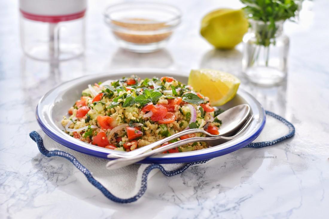 Tabbouleh o tabulè ricetta libanese vegetariana - insalata di verdure